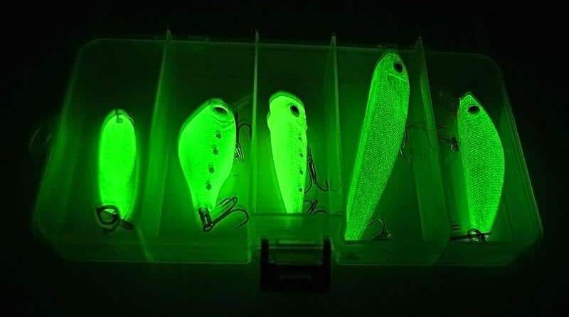Glowing fishing baits